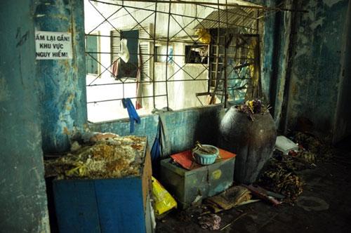 Cuộc sống lay lắt của 10 hộ dân ở chung cư hoang tàn nhất SG - 6