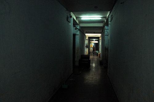 Cuộc sống lay lắt của 10 hộ dân ở chung cư hoang tàn nhất SG - 8