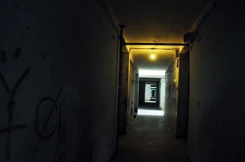 Cuộc sống lay lắt của 10 hộ dân ở chung cư hoang tàn nhất SG - 9