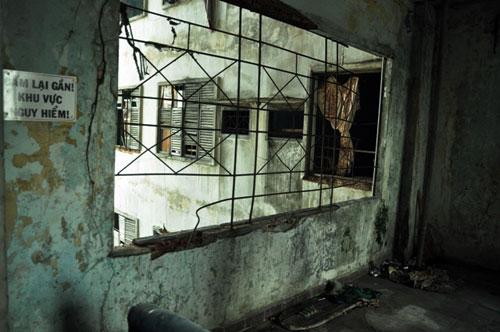 Cuộc sống lay lắt của 10 hộ dân ở chung cư hoang tàn nhất SG - 13