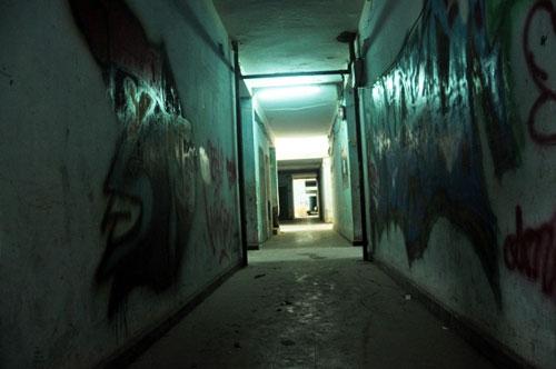 Cuộc sống lay lắt của 10 hộ dân ở chung cư hoang tàn nhất SG - 14