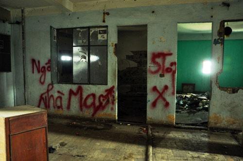 Cuộc sống lay lắt của 10 hộ dân ở chung cư hoang tàn nhất SG - 15