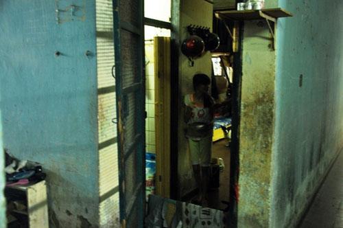Cuộc sống lay lắt của 10 hộ dân ở chung cư hoang tàn nhất SG - 19