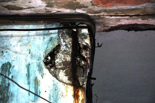 Cuộc sống lay lắt của 10 hộ dân ở chung cư hoang tàn nhất SG - 20