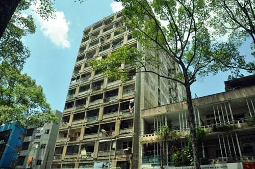 Cuộc sống lay lắt của 10 hộ dân ở chung cư hoang tàn nhất SG - 24