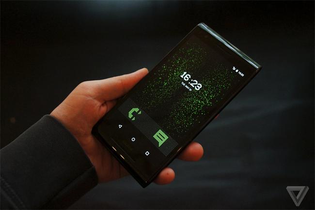 Sirin Lab - một công ty mới nổi trong lĩnh vực sản xuất smartphone vừa cho ra mắt một chiếc điện thoại Android tại London hôm nay.