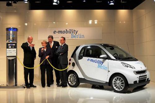 Chính phủ Đức ưu tiên phát triển xe hybrid và xe điện - 1