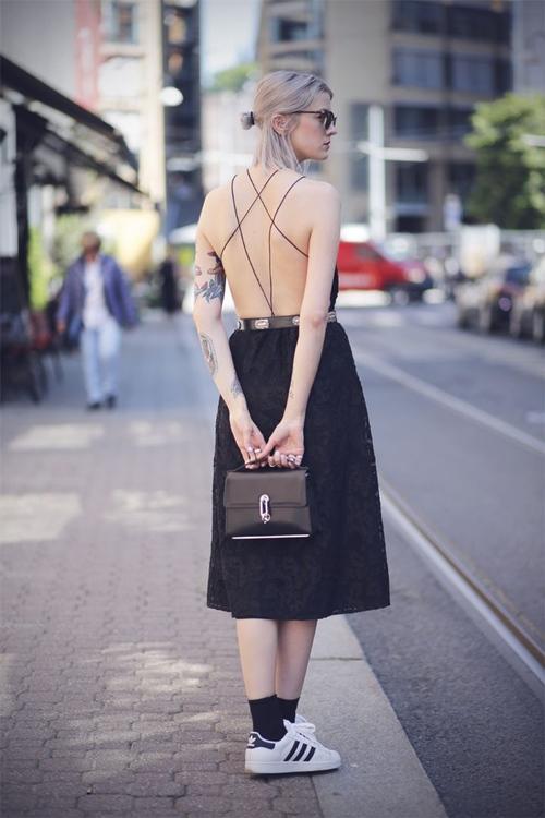 Váy trần lưng và sự quyến rũ có chủ đích - 2
