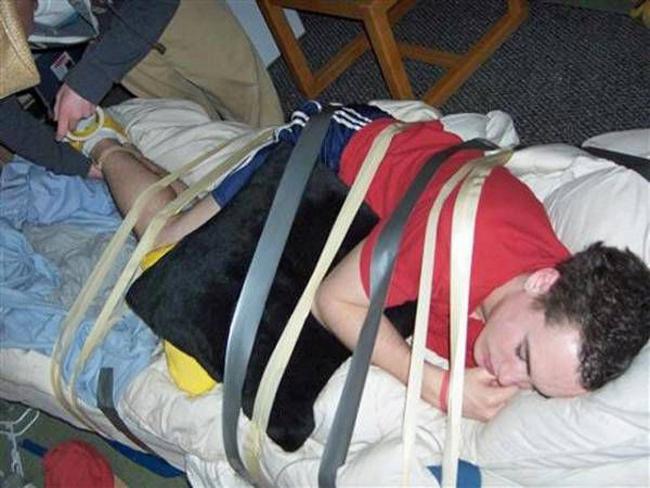 Bạn tốt là đây chứ đâu, ngủ còn được bạn lo cho sự an toàn.