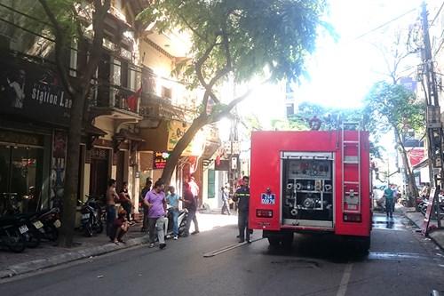 Hà Nội: Nhà hàng bốc cháy, thực khách chạy tán loạn - 6