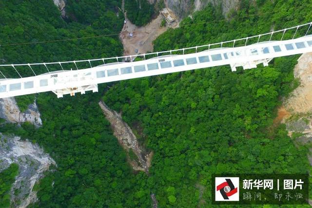 TQ hoàn thành cây cầu kính dài nhất thế giới - 2