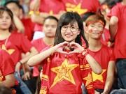 """Bóng đá - Fan nữ """"thắp lửa"""" Mỹ Đình ở trận Việt Nam gặp Syria"""