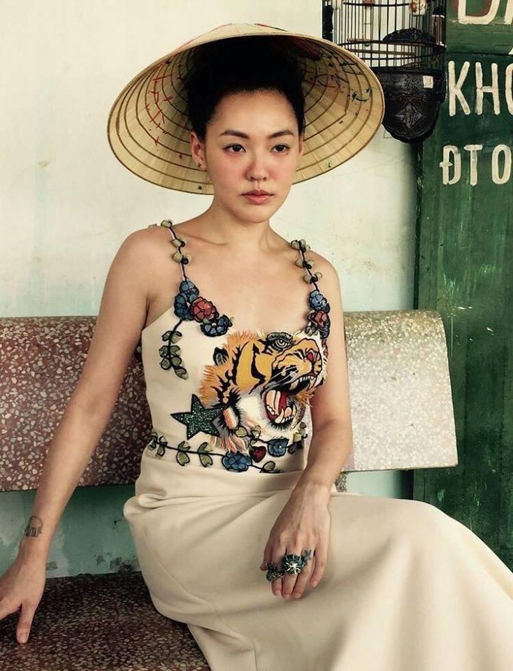 MC nổi nhất xứ Đài khoe dáng xinh trong nắng hè Hà Nội - 1