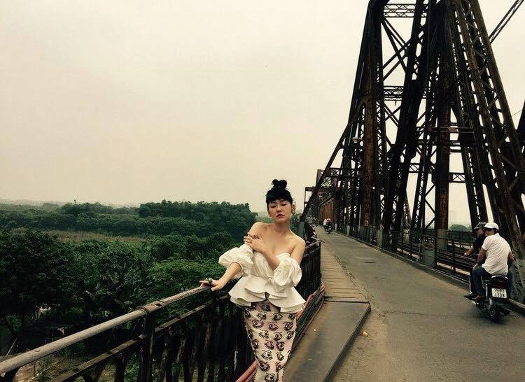 MC nổi nhất xứ Đài khoe dáng xinh trong nắng hè Hà Nội - 7