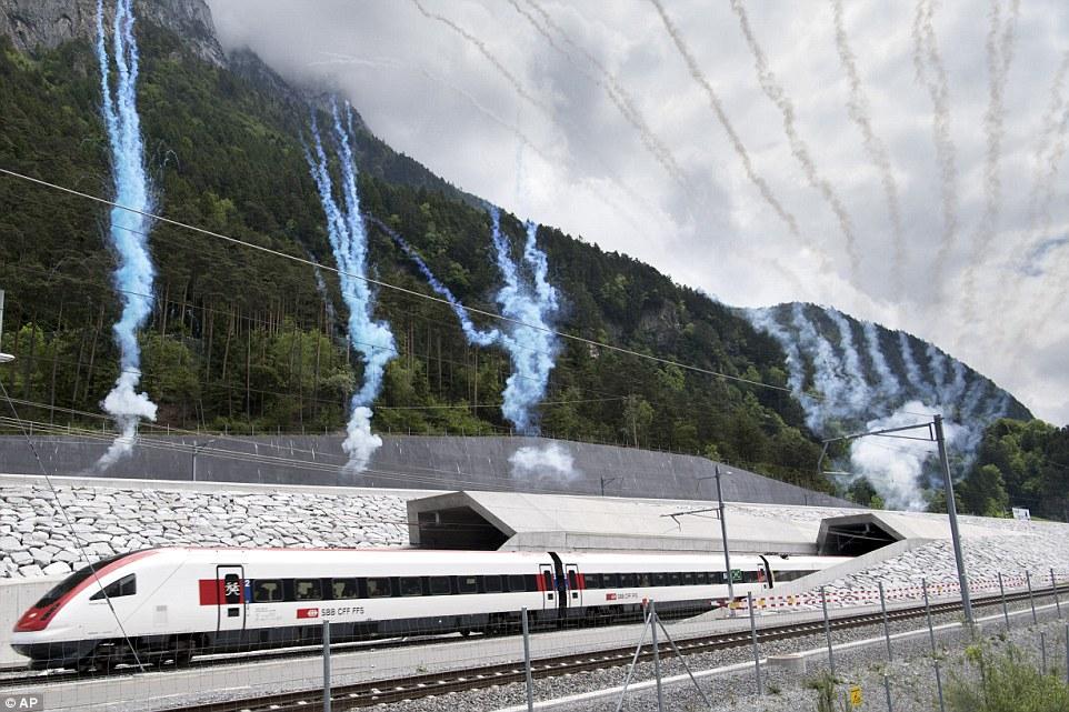 Kì quái lễ khai trương đường hầm tàu hỏa dài nhất TG - 8