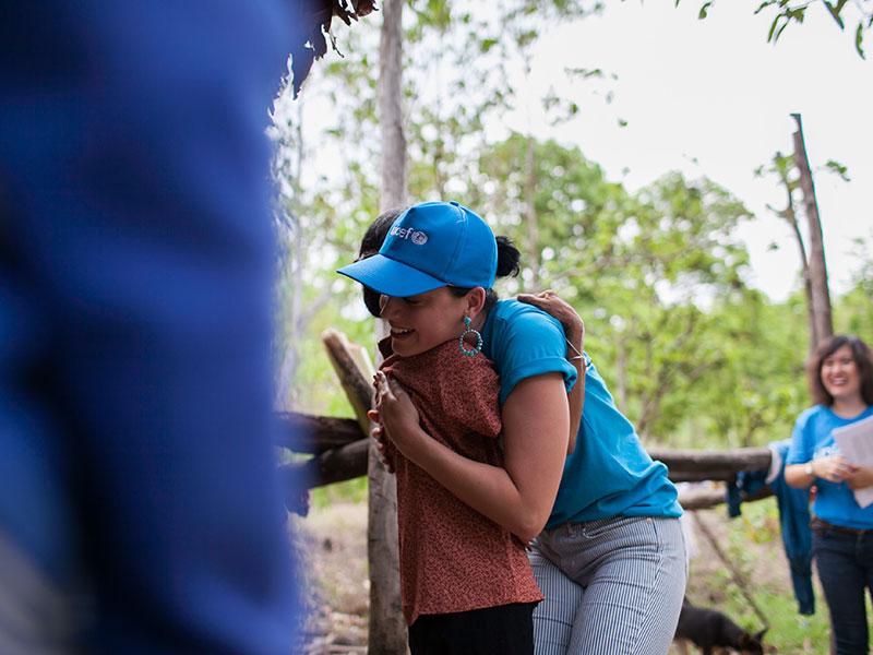 Katy Perry đau lòng sau chuyến từ thiện tại Việt Nam - 2