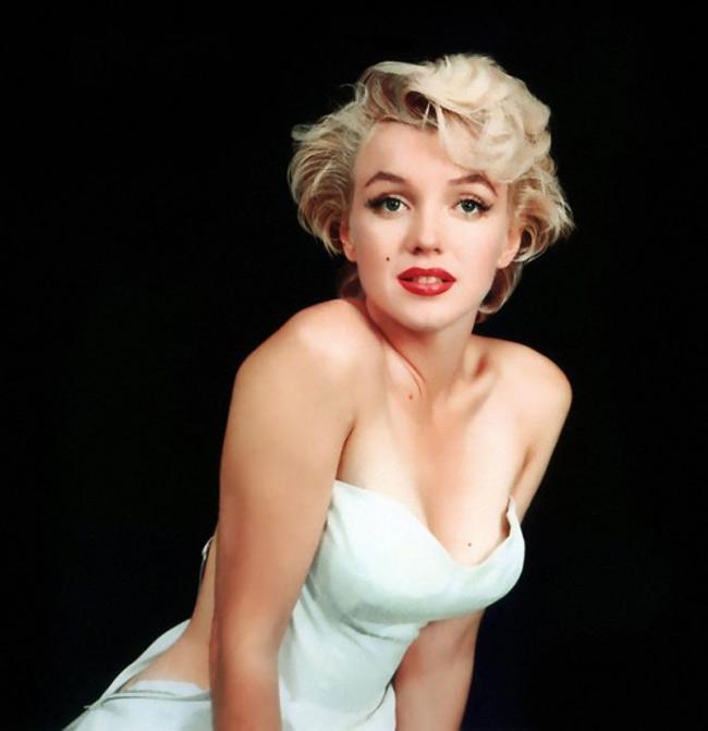 Hôm qua, nhân kỷ niệm 90 năm ngày sinh của nữ diễn viên Marilyn Monroe (1.6), nhiều hoạt động triển lãm ảnh về minh tinh này đã được tổ chức trên thế giới.