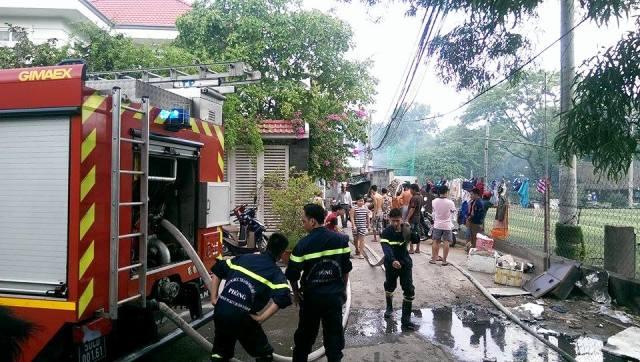 Cháy nổ quán bia giữa Sài Gòn, thực khách tháo chạy - 3