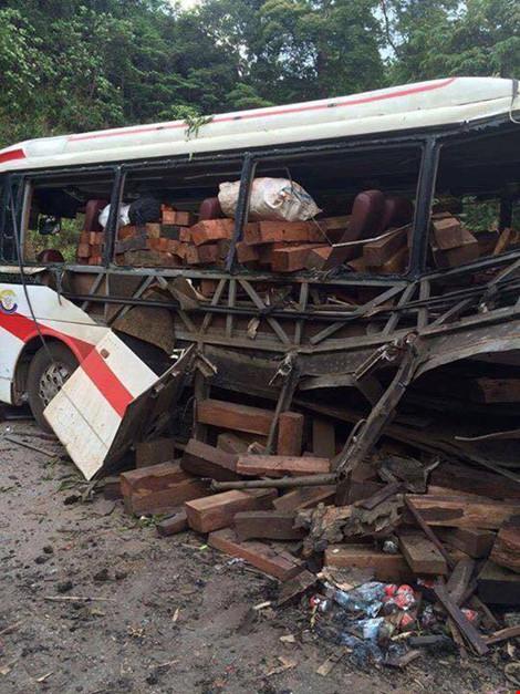 Nổ xe khách ở Lào: Đưa thi thể 8 người Việt về nước - 1