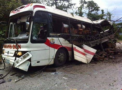 Nổ xe khách ở Lào: Đưa thi thể 8 người Việt về nước - 4