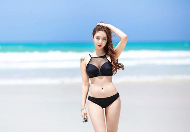 """Cho Min Yeong - hot girl nổi tiếng nhất Hàn Quốc - có số đo  """" vàng """"  90-60-90. Hình thể lý tưởng giúp cô thu hút hơn 6 triệu người theo dõi trên mạng xã hội."""