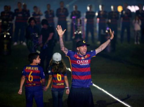 Dani Alves rời Barca - 2