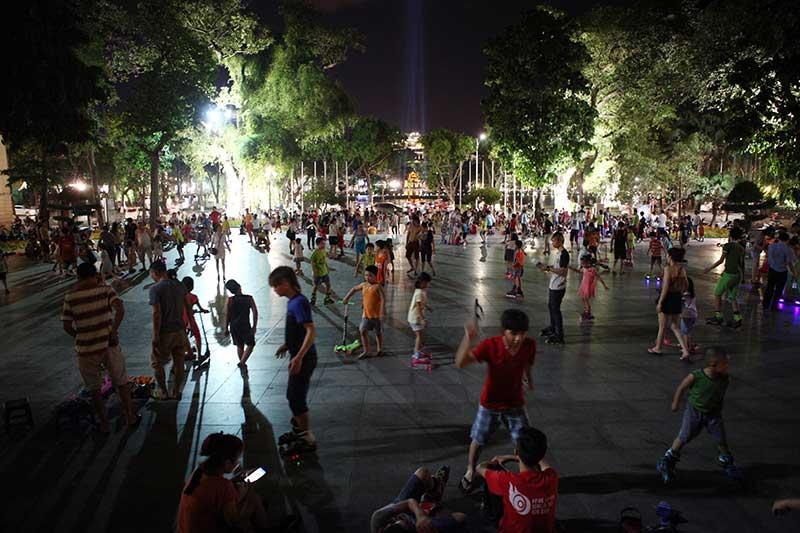 Người Thủ đô ra vỉa hè ngủ giữa đêm hè nóng 40 độ C - 2