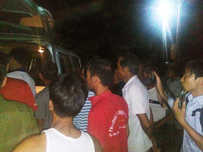 Trắng đêm đón thi thể người thân sau vụ nổ xe khách Lào - 2