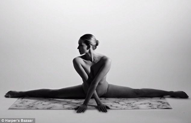 Cô gái Mỹ gây sốt vì khỏa thân tập yoga - 1