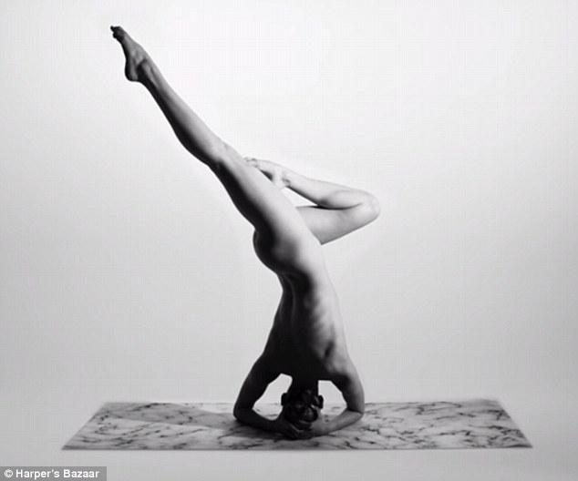 Cô gái Mỹ gây sốt vì khỏa thân tập yoga - 4
