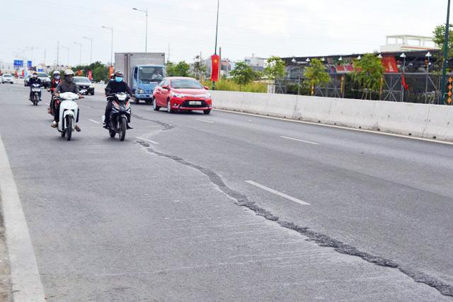 Cấm xe trên đại lộ đẹp nhất TPHCM để sửa chữa - 1