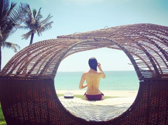 Phạm Hương bán nude tuyệt đẹp bên bờ biển Nha Trang - 3