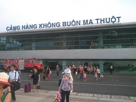 Cảng hàng không Buôn Ma Thuột tê liệt vì hỏng đường băng - 1