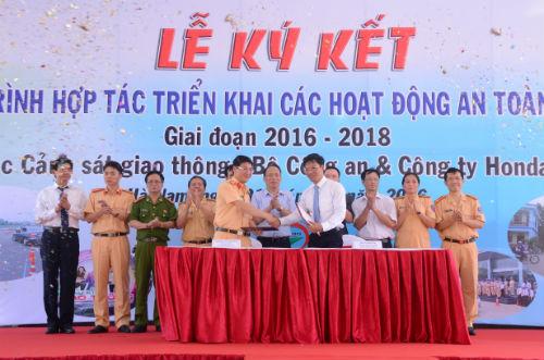 Honda Việt Nam ký kết triển khai các hoạt động ATGT với Cục Cảnh sát giao thông - 2