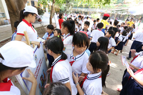 Học sinh cả nước hưởng ứng chương trình Tẩy giun cộng đồng 6116 - 3