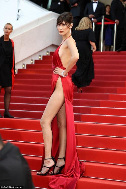 """3 kiểu váy táo bạo nhất, """"công phá"""" mọi thảm đỏ - 1"""