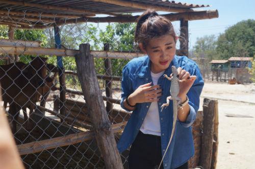 Siêu mẫu Trúc Nguyễn khóc thét thực hiện nhiệm vụ bắt … dông - 2