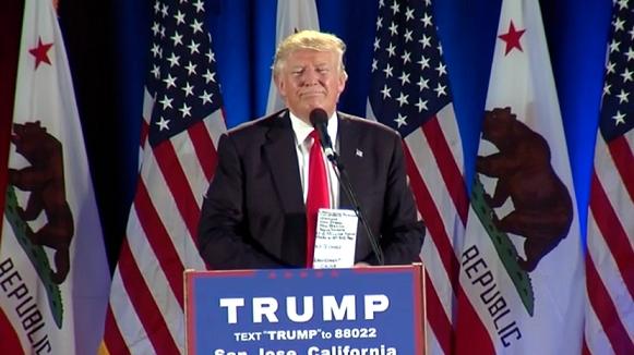 Tỉ phú Trump: Cần bỏ tù bà Clinton - 1