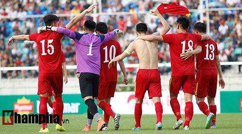 Chùm ảnh: Thắng Hong Kong, ĐTVN ăn mừng như vô địch - 7