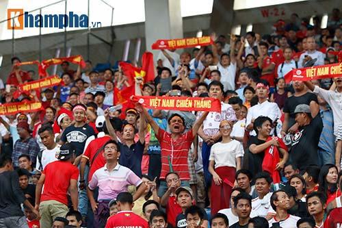 Chùm ảnh: Thắng Hong Kong, ĐTVN ăn mừng như vô địch - 8