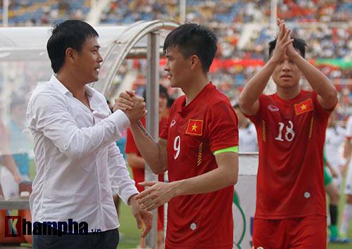 Chùm ảnh: Thắng Hong Kong, ĐTVN ăn mừng như vô địch - 9