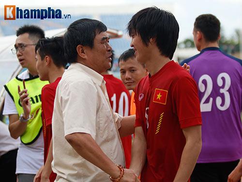 Chùm ảnh: Thắng Hong Kong, ĐTVN ăn mừng như vô địch - 10