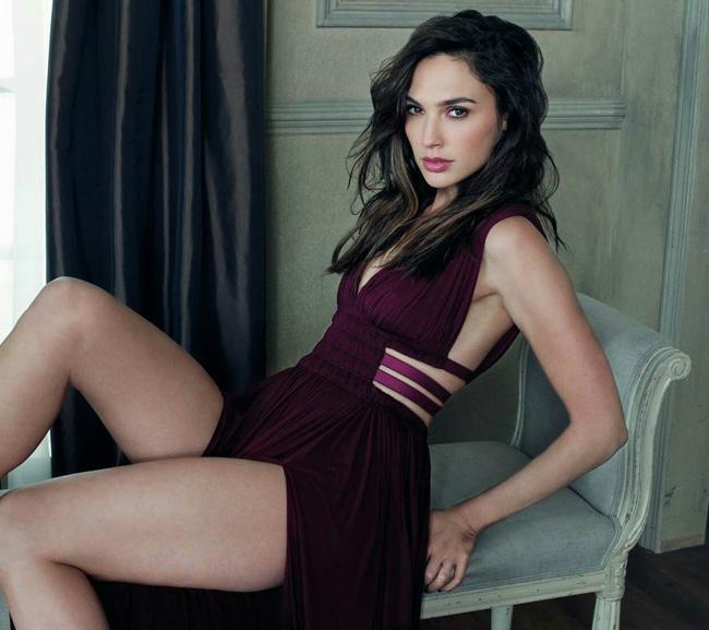 Trước khi đóng phim, cô là người mẫu sáng giá nhờ vào cơ thể gợi cảm.