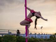 Bạn trẻ - Cuộc sống - Bé gái 5 tuổi diện bikini múa cột gây tranh cãi