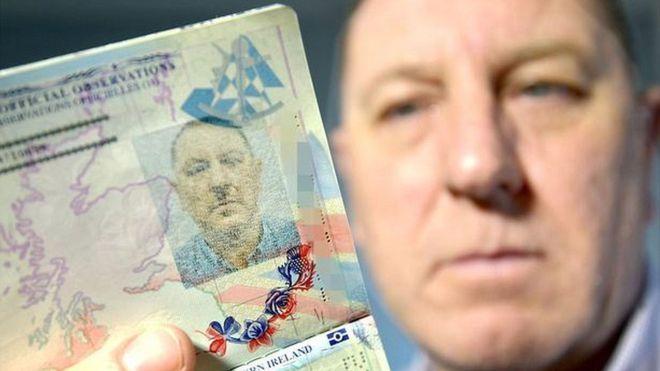 Anh: Đổi hộ chiếu vì ảnh giống hệt trùm phát xít Hitler - 1