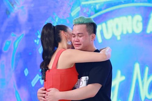 Hot boy Việt kiều vẫn giành vé vàng Idol dù hát không hay - 3