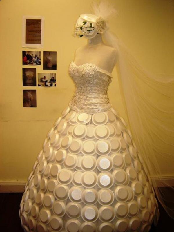 Váy làm từ 4000 khoen nắp lon bia bán 32 triệu đồng - 8