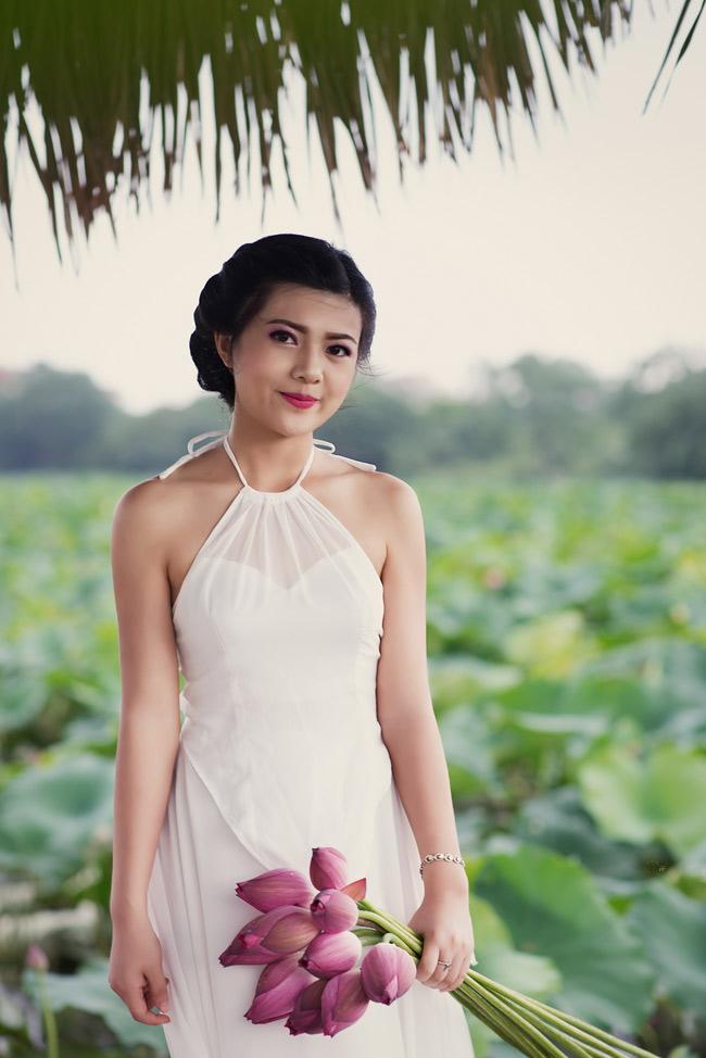 Yếm trắng đã làm toát lên vẻ đẹp tinh khôi của nữ sinh Hà thành.