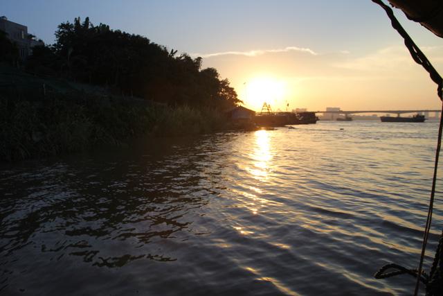 Chuyện lạ về người đàn ông 30 năm vớt xác trên sông Hồng - 2