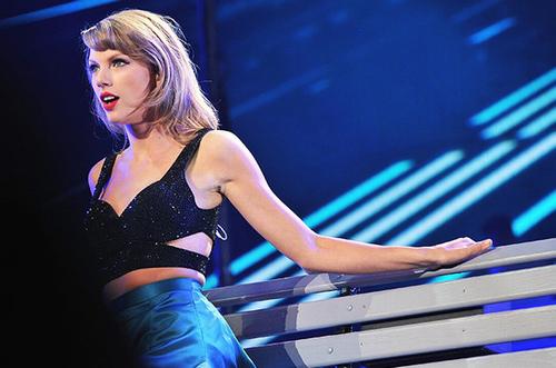 """Choáng với cuộc sống xa hoa của """"nữ hoàng chia tay"""" Taylor Swift - 1"""